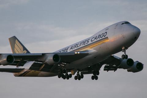 Singapore Airlines Cargo:Boeing 747-412F:SCD(9V-SFM)-9333