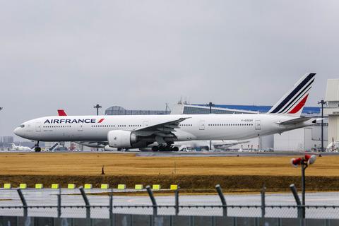 Air France:Boeing 777-328:ER(F-GSQV)-4228