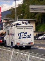 テレビ東京中継車。移動中。