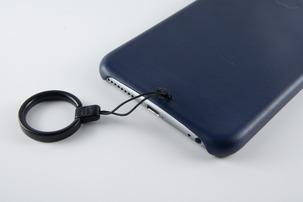 Apple純正 iPhone 6 Plus用レザーケースにストラップを付ける
