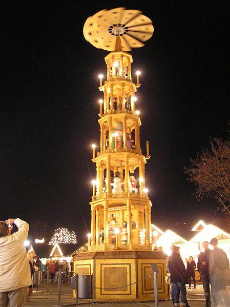 449px-Weihnachtspyramide_Erfurt