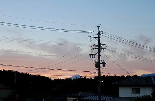 朝焼けの中の富士山