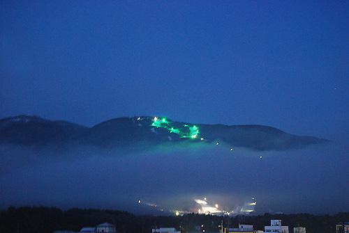 夜明け前の富士見パノラマスキー場