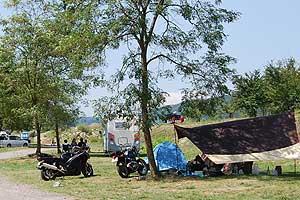 キャンプをする人もたくさん