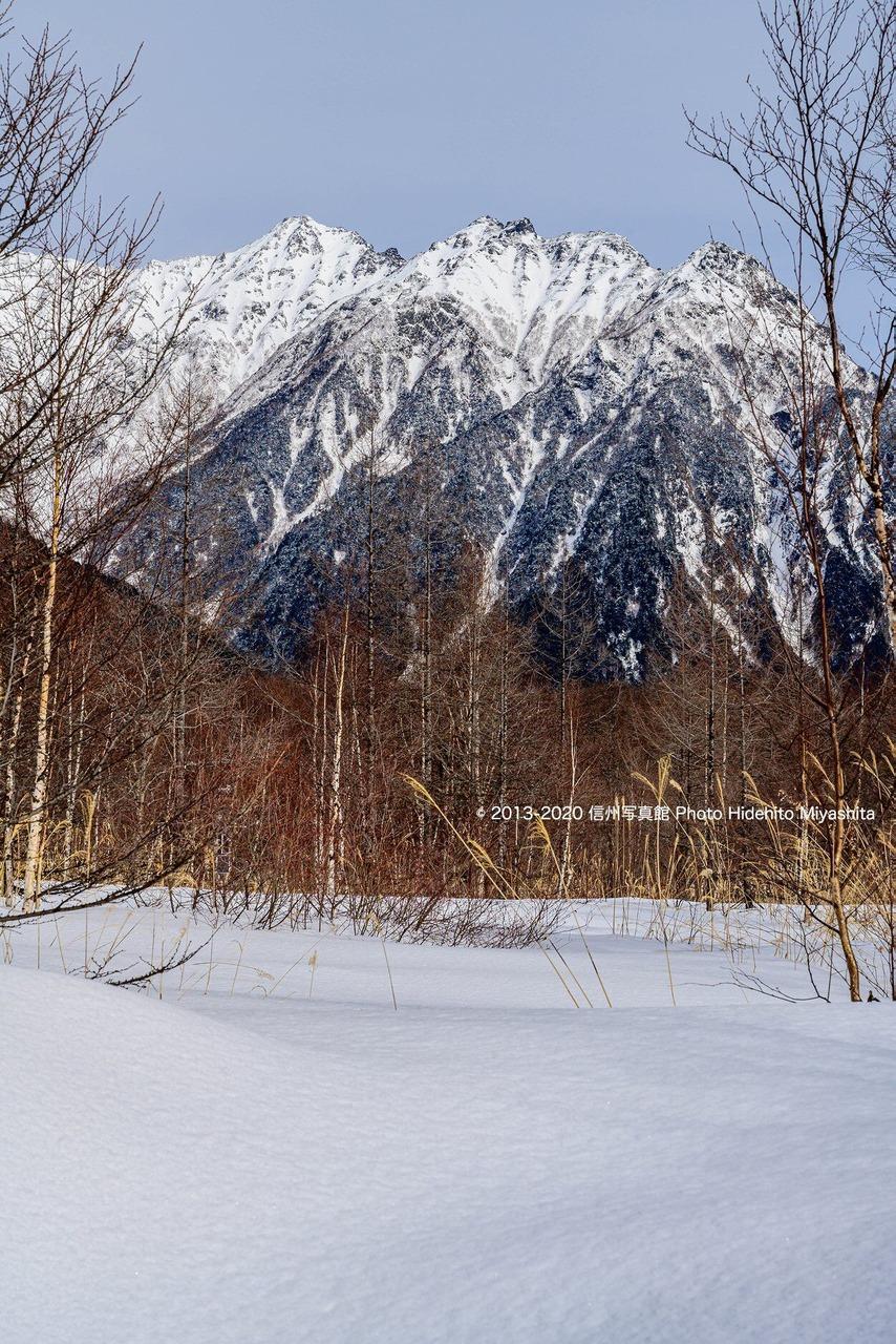 雪原越しの明神岳