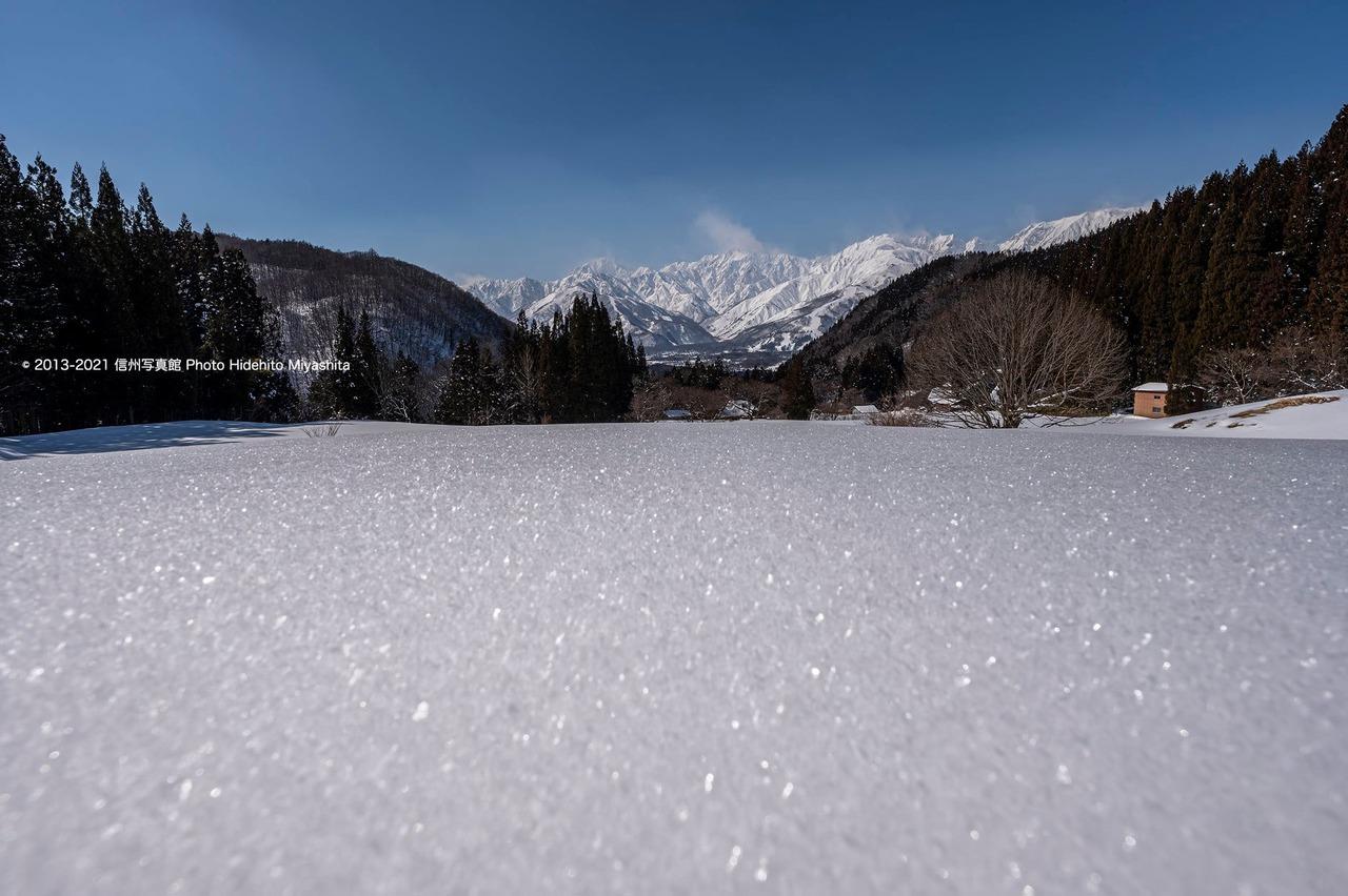 雪原越しの五竜岳