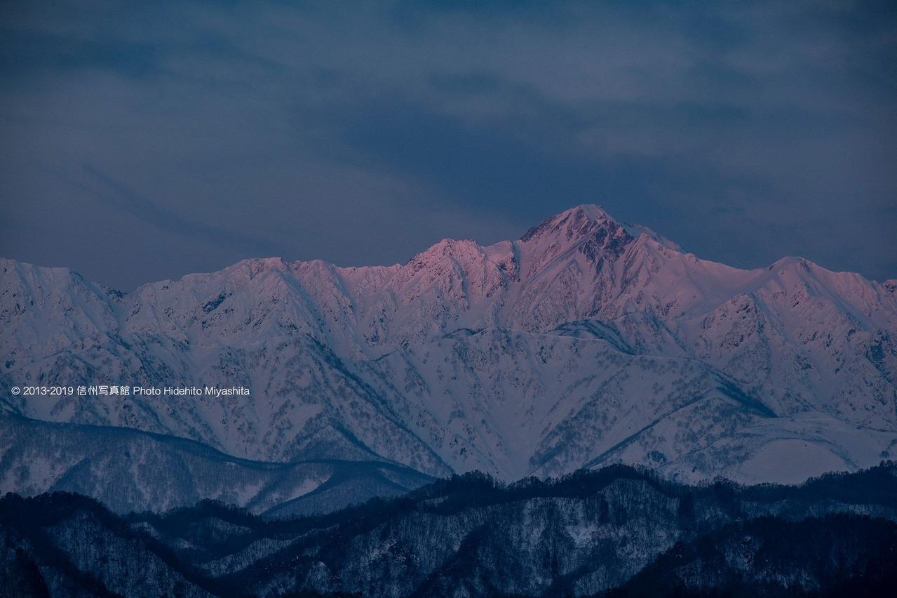 五竜岳のモルゲンロート