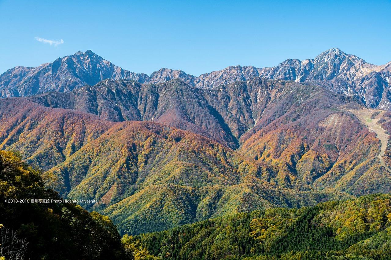 秋色に染まる里山