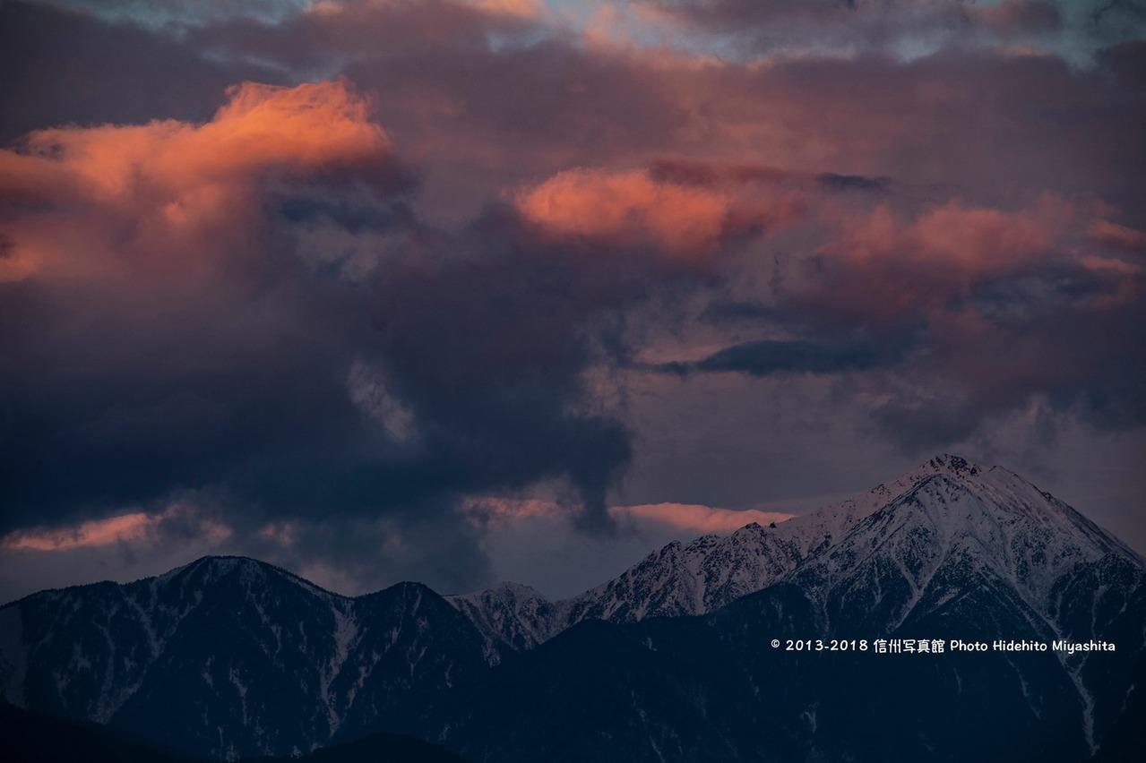 朝焼けの雲と常念岳