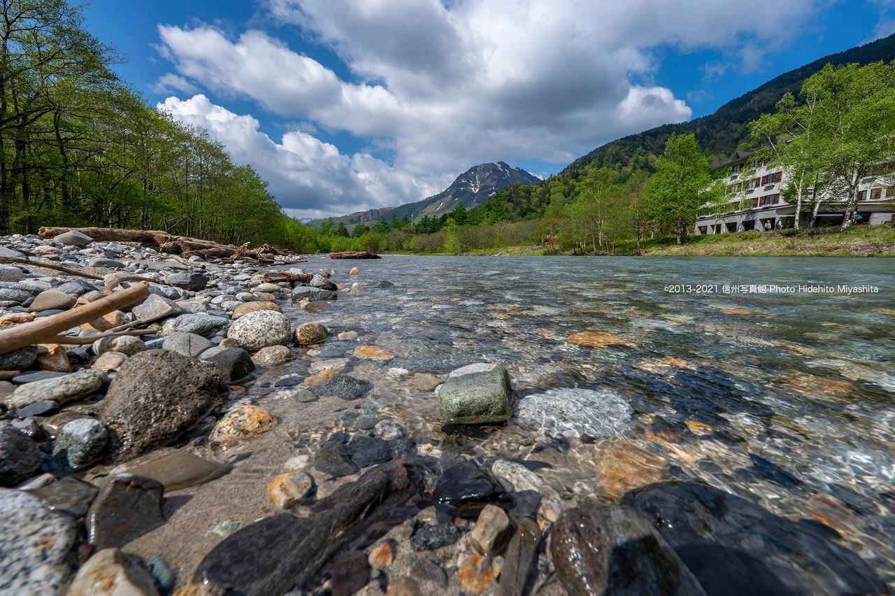 梓川の清流と焼岳