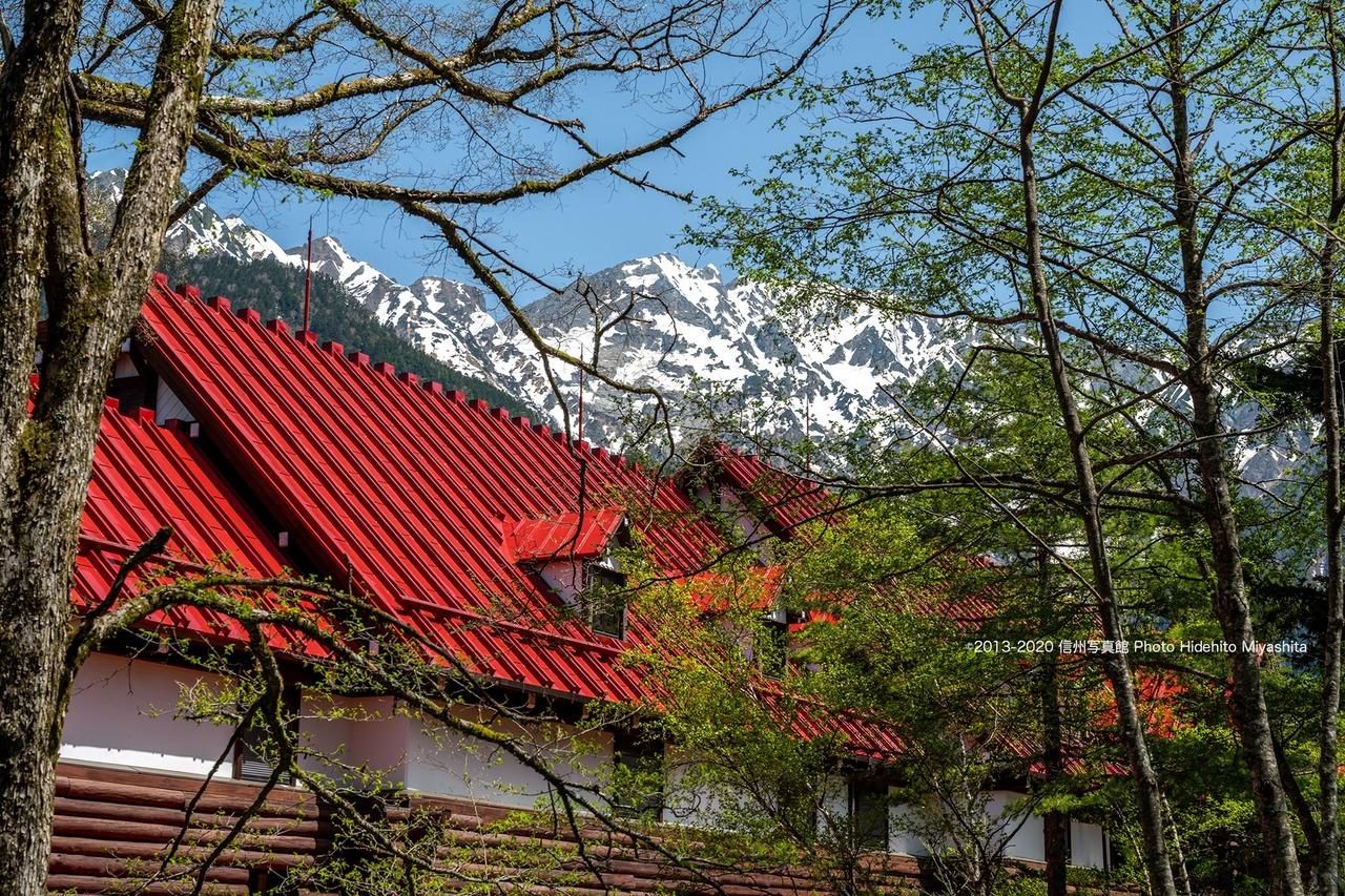 奥穂と赤い屋根