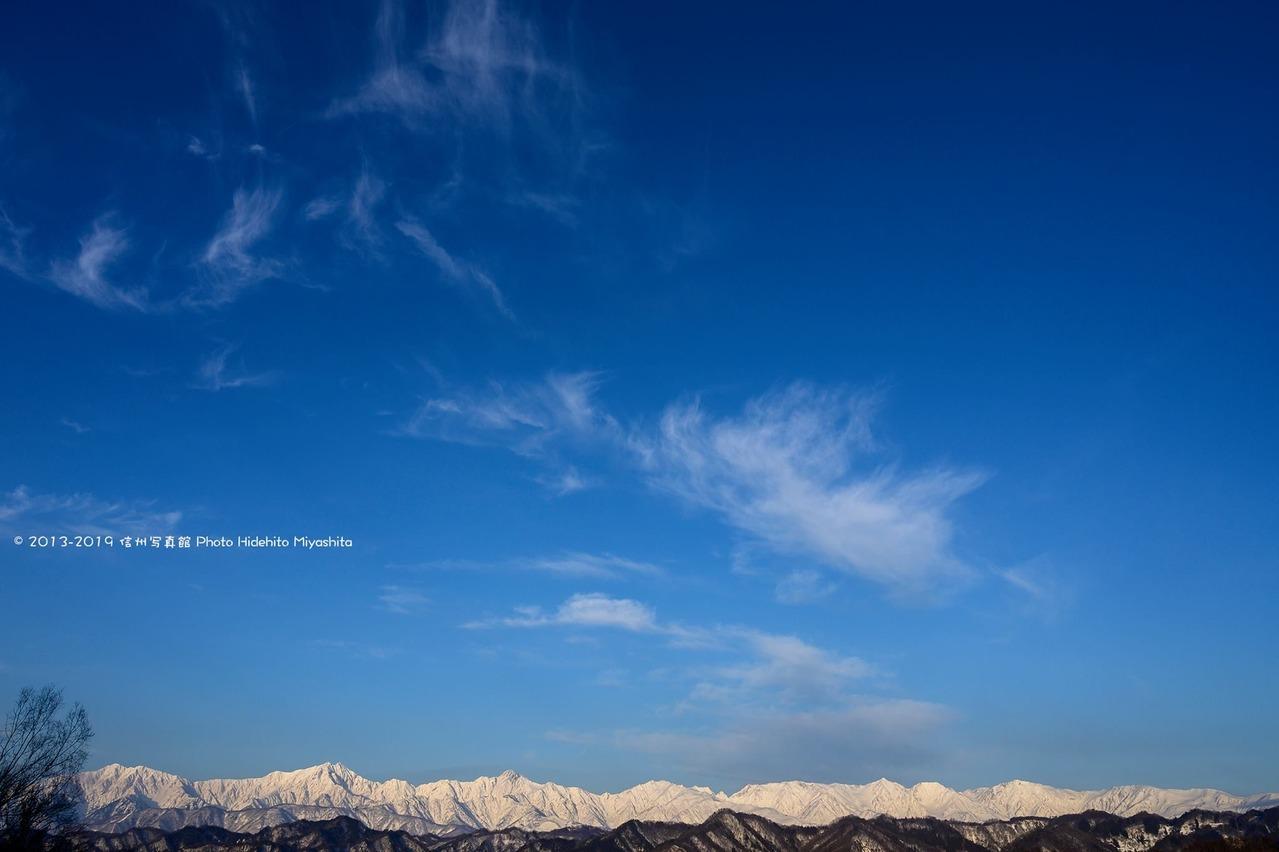 後立山連峰と冬の青空