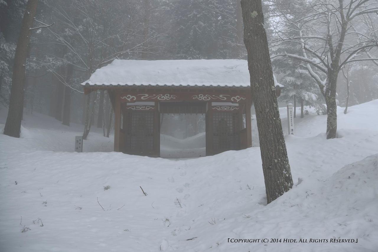 未だ深い雪の中