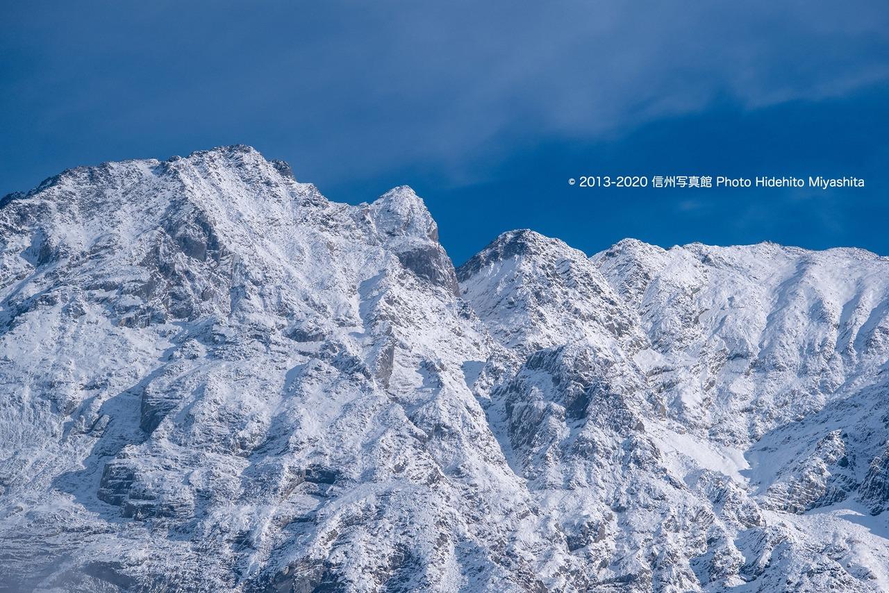 聳える奥穂高岳