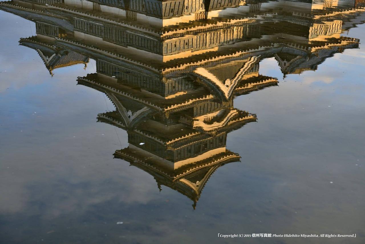 水の中の松本城