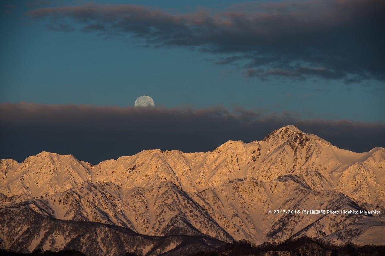 月と五竜岳