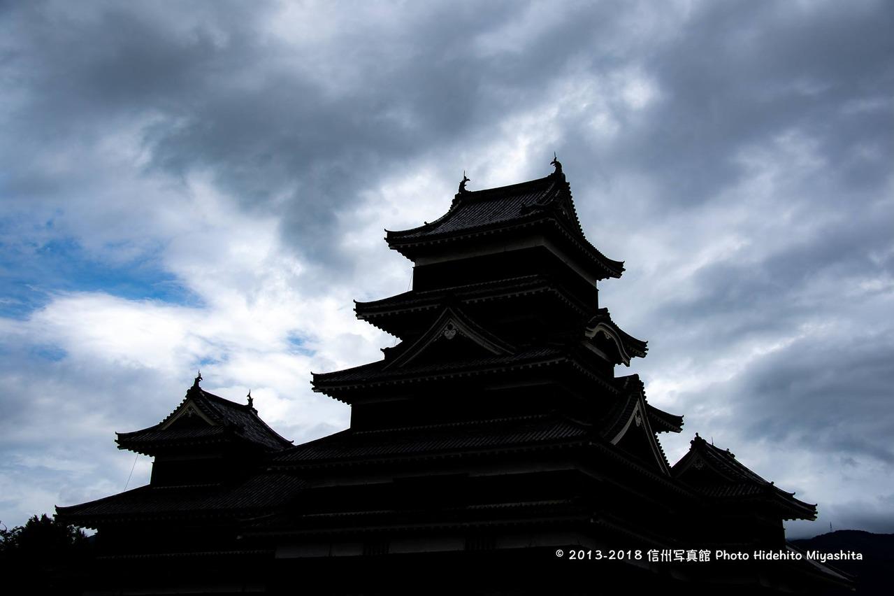 シルエットの松本城