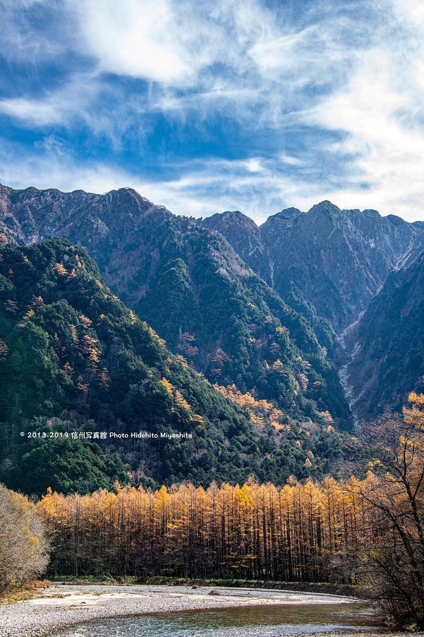 黄葉と霞沢岳