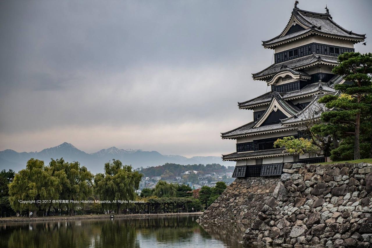 松本城と北アルプス