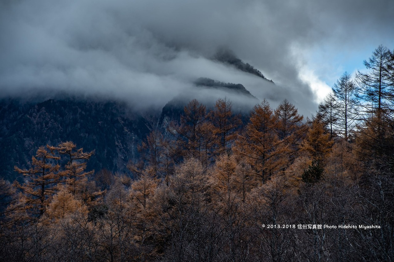 雲湧く晩秋の朝