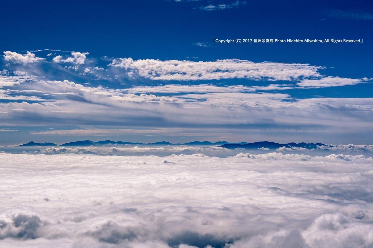 雲海に浮かぶ、南アルプス・中央アルプス