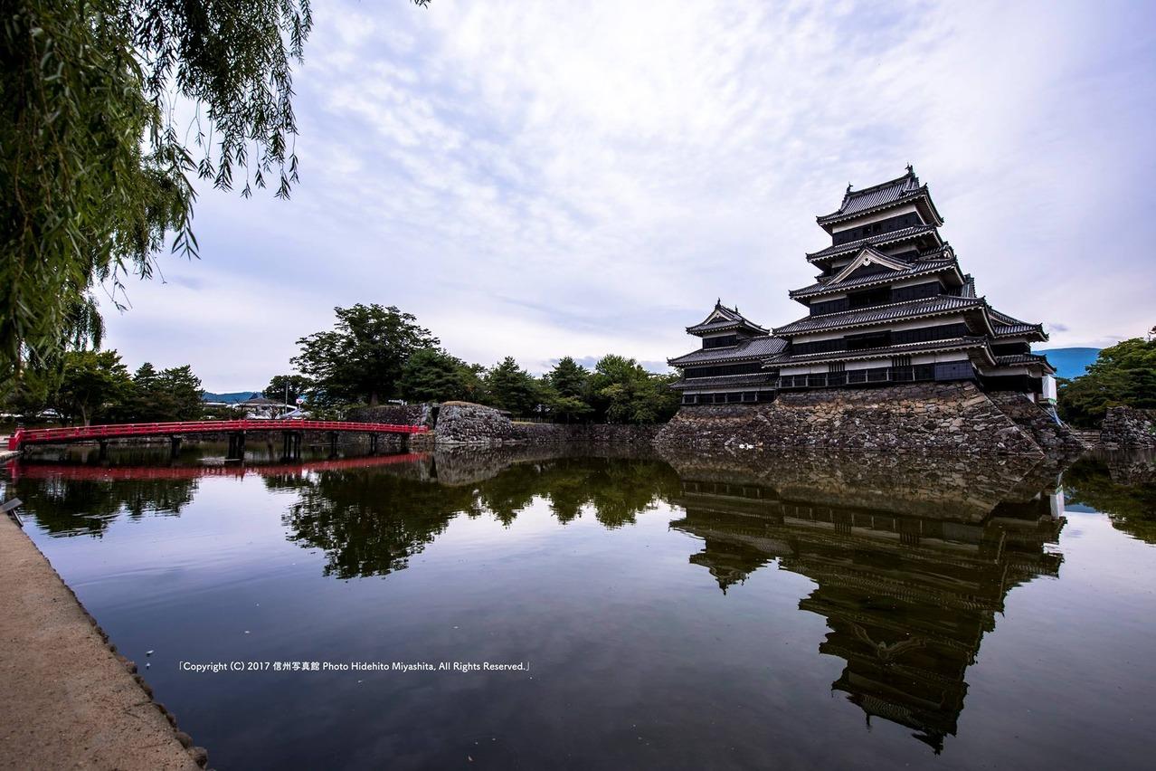 松本城の映り込み
