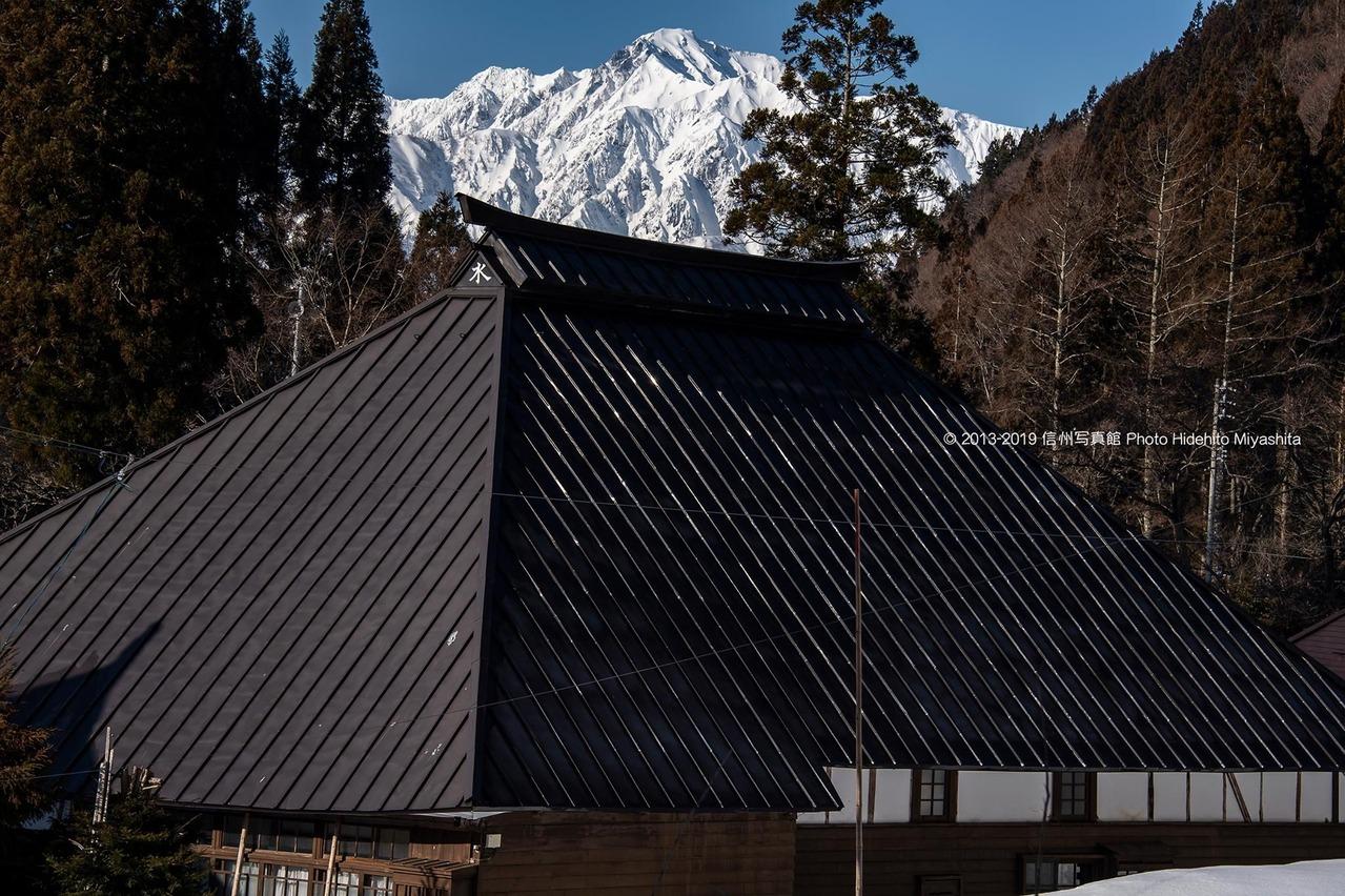 五竜岳と古民家