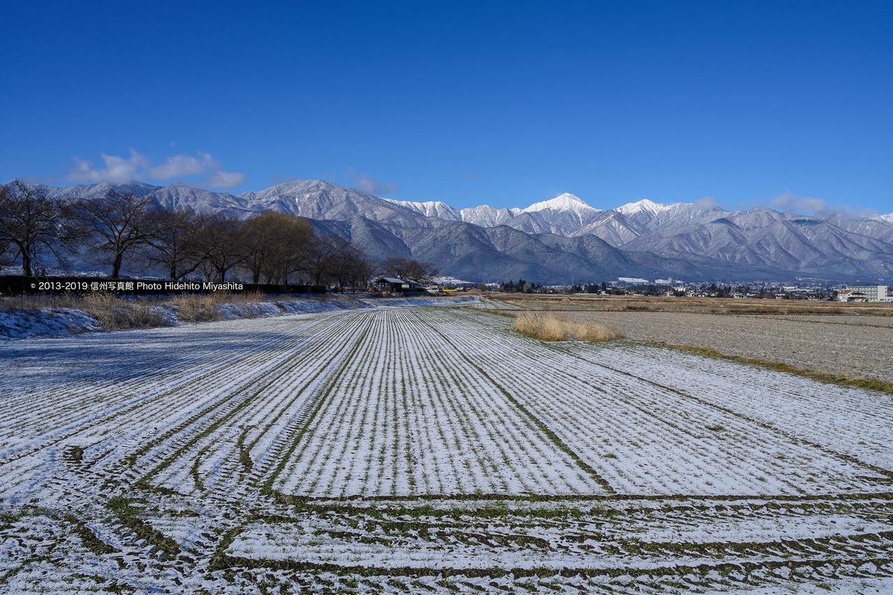 少し雪化粧した安曇野