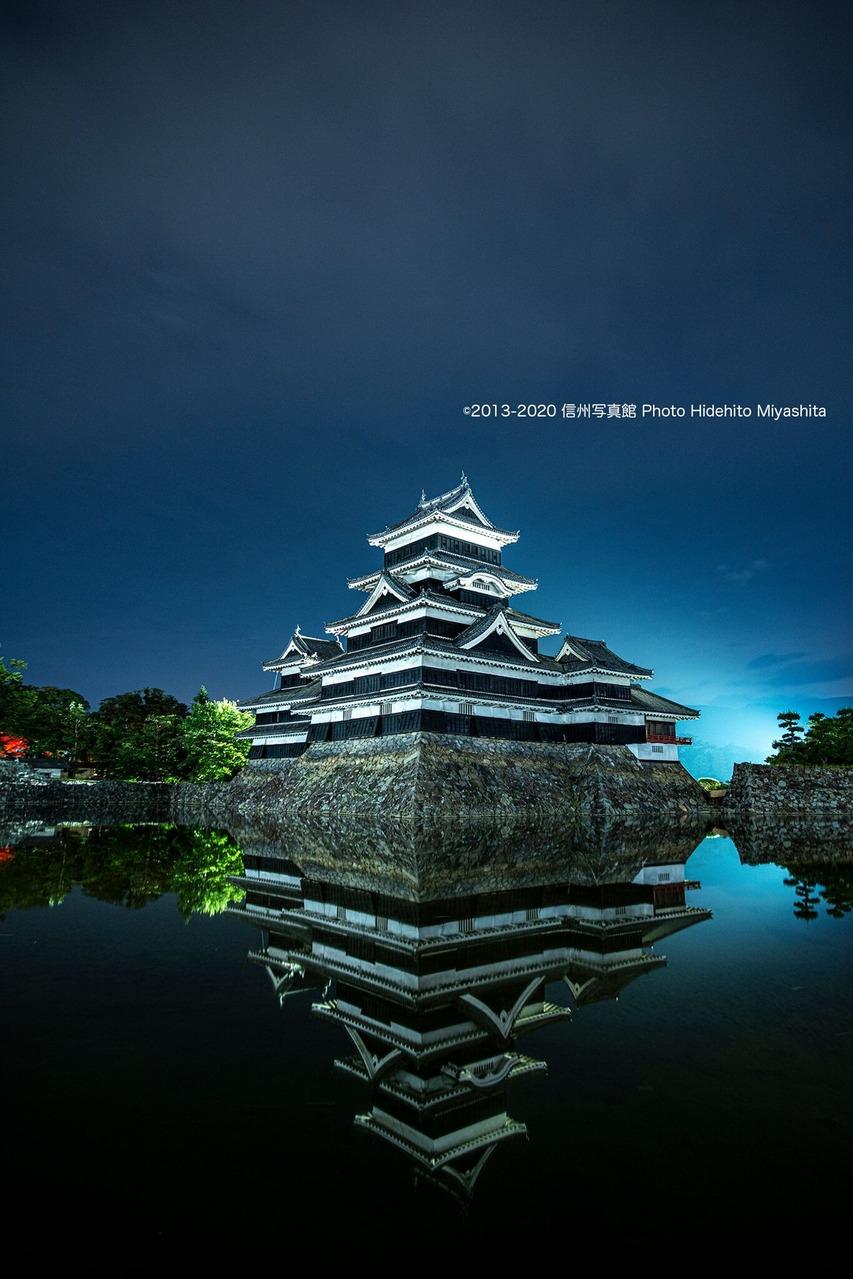 深夜の松本城…