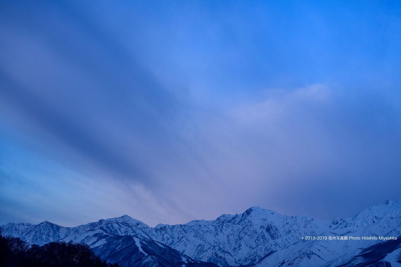 朝の五竜岳