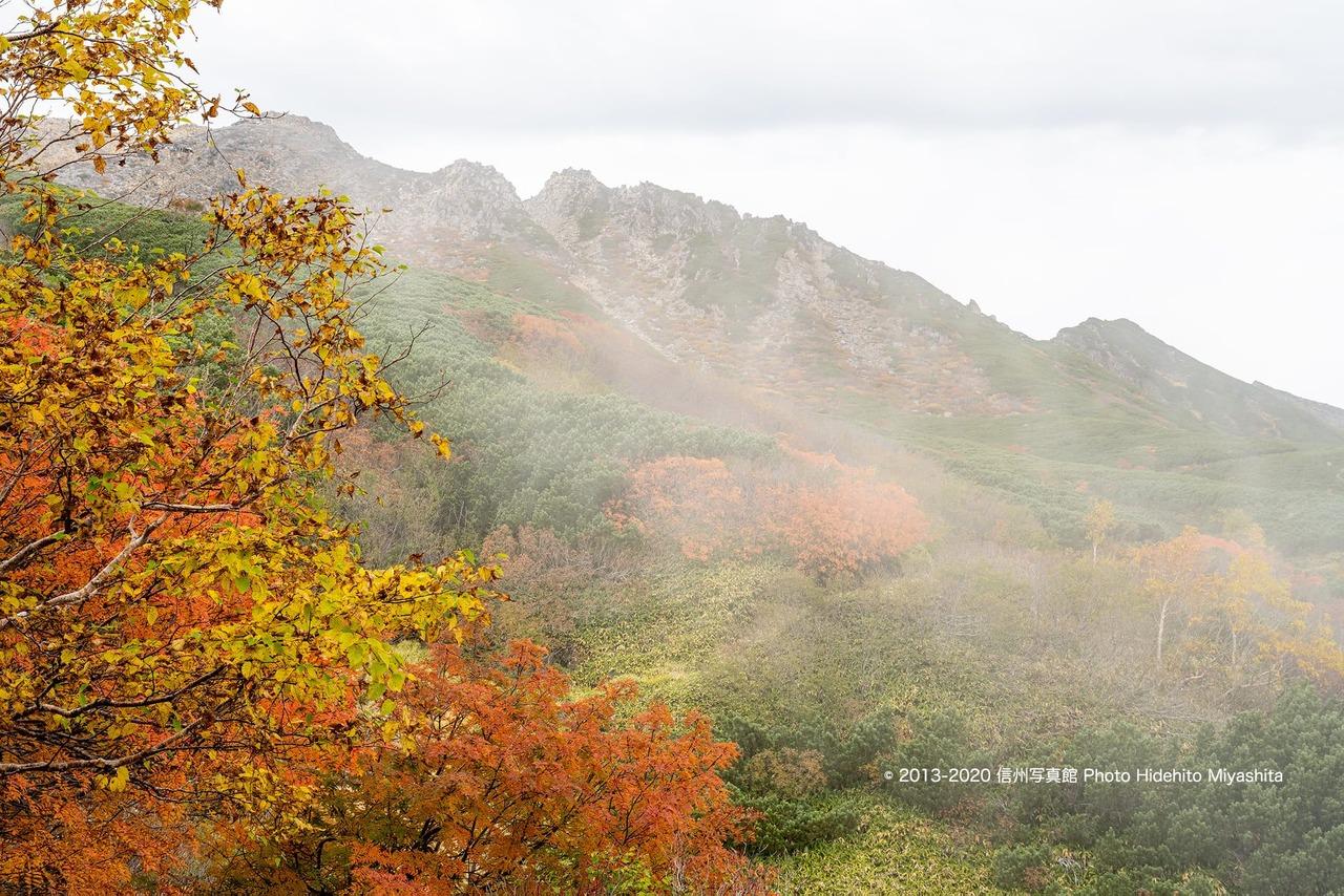 煙る御嶽山