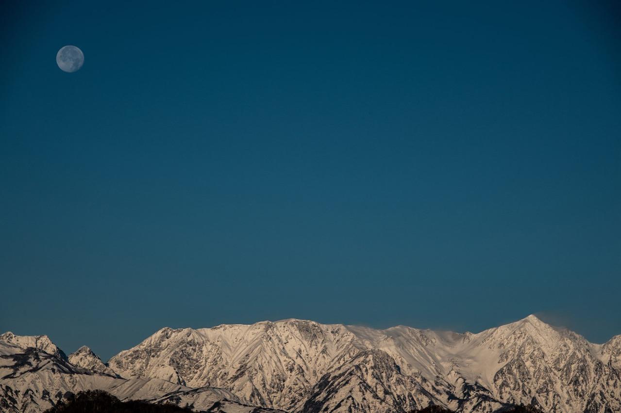 月と白馬鑓ヶ岳