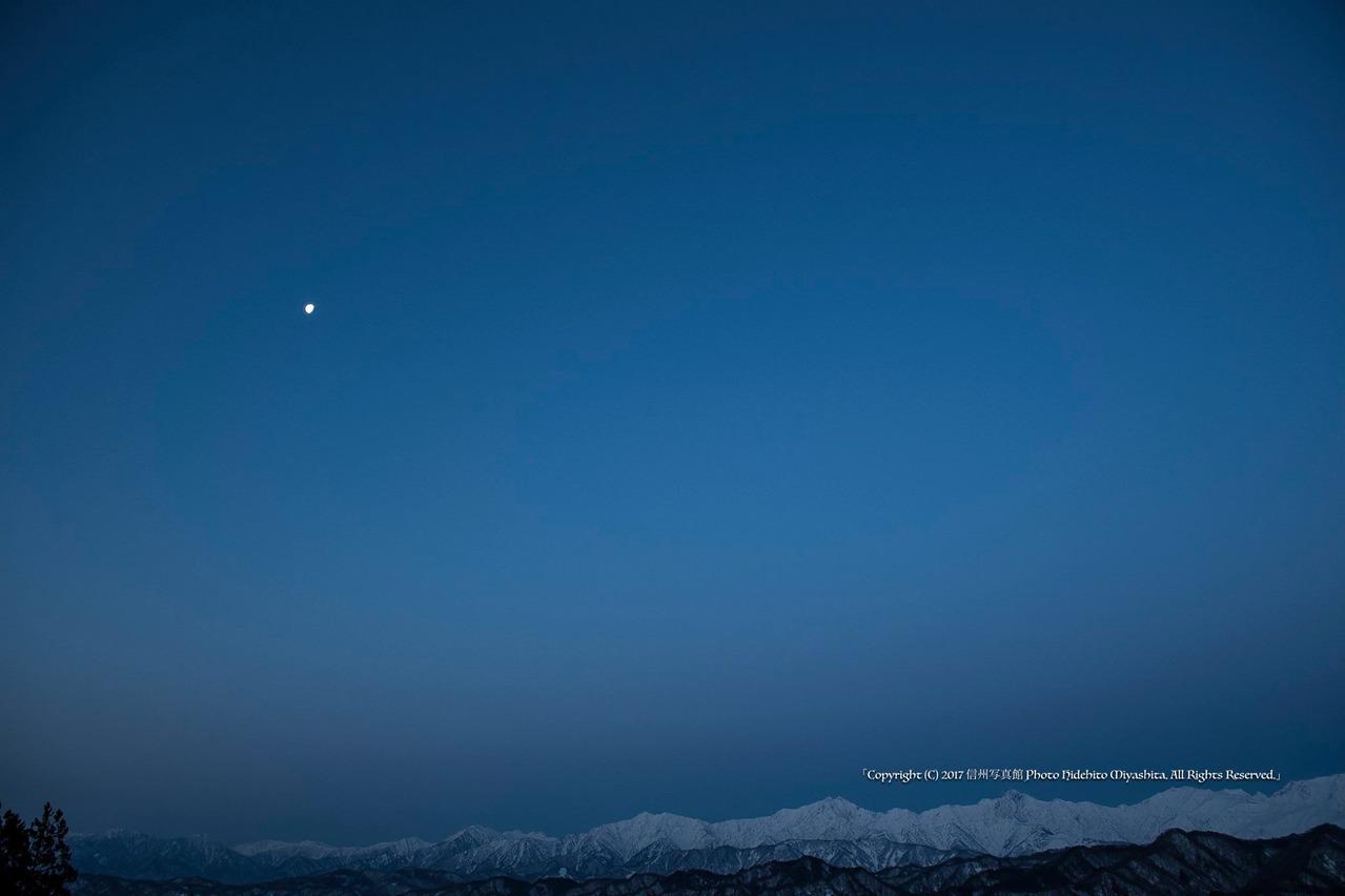 月と後立山連峰