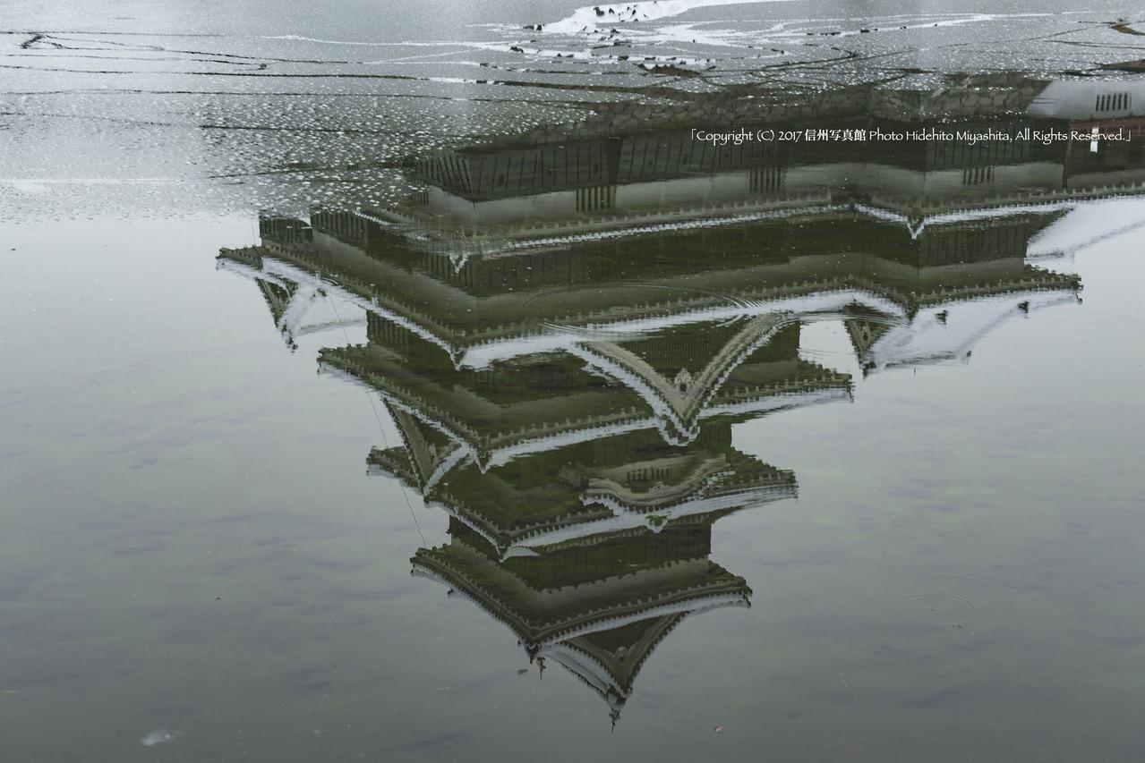 水面の松本城20170109-_DSC6068のコピー