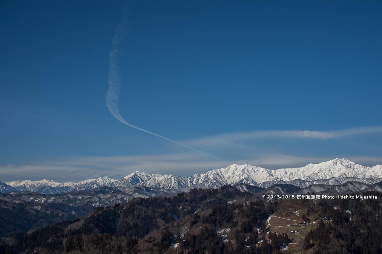 たなびく飛行機雲