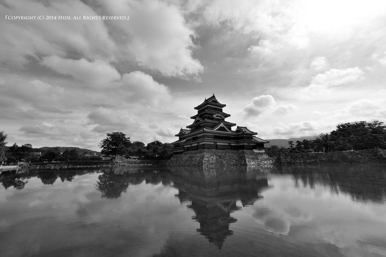 流れる雲と松本城