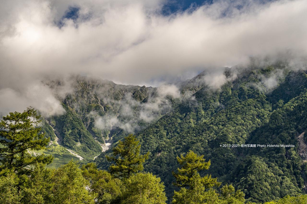 雲が湧く奥穂20210905-DSC_9268
