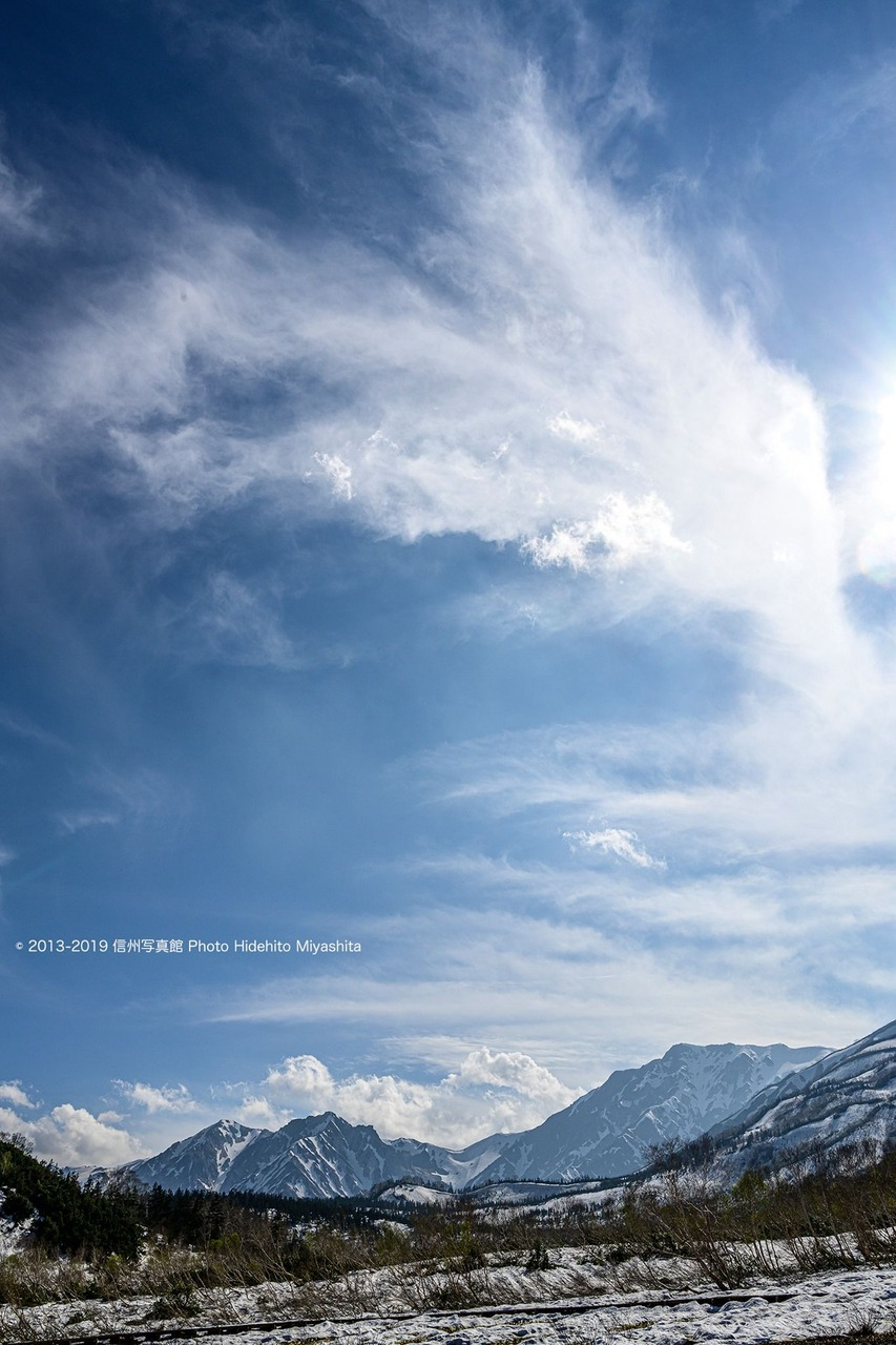 沸き立つ雲の午後