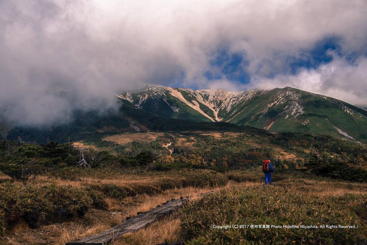 雲が消えゆく薬師岳
