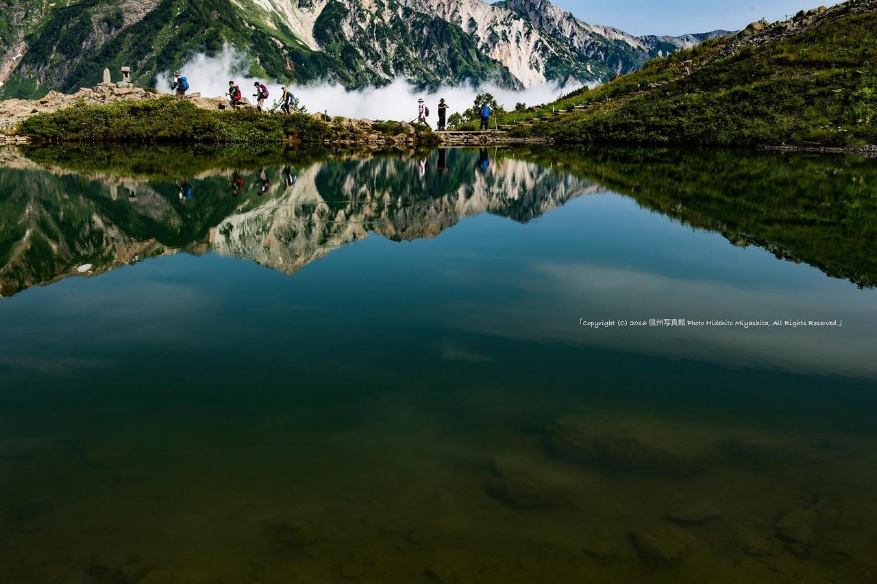 水の中の白馬三山