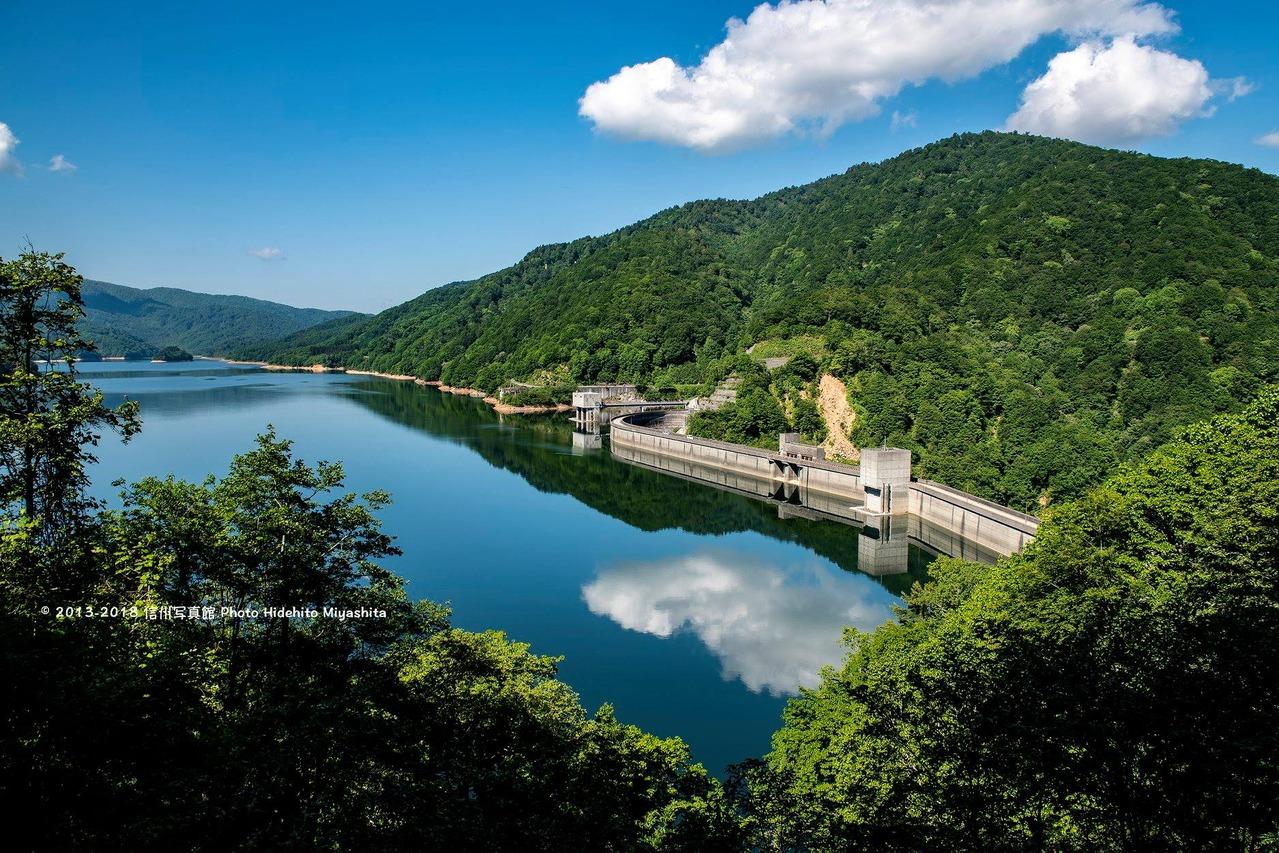 新緑の有峰湖