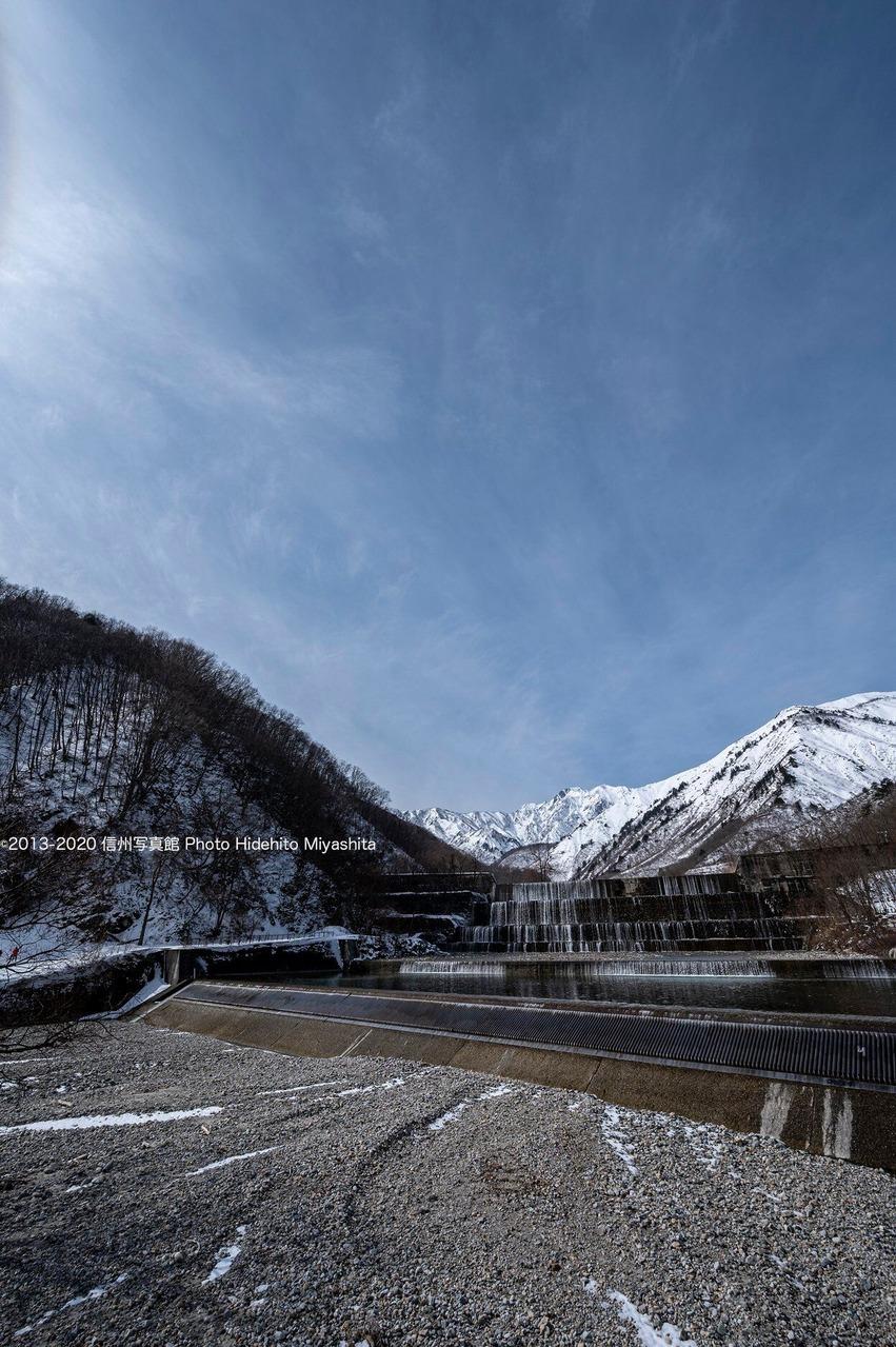 雪の無い川原