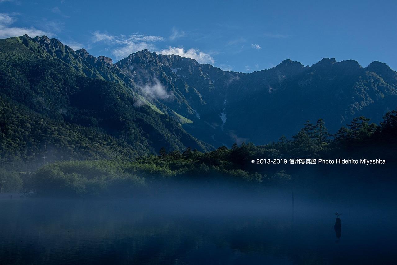 朝の穂高連峰を望む