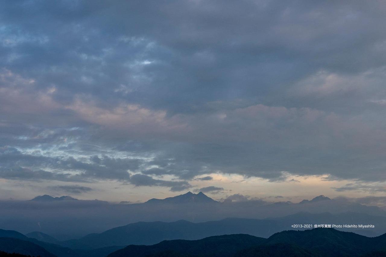 雲上の仁科三山