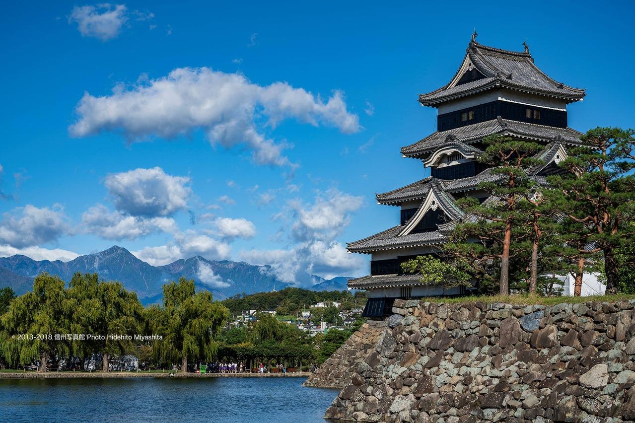秋晴れの松本城
