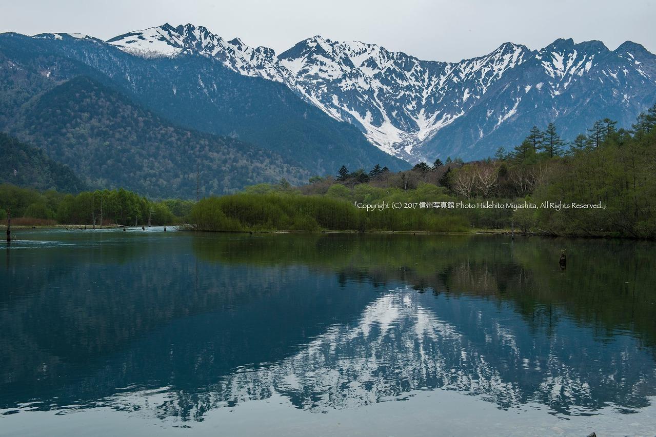 曇り空の大正池