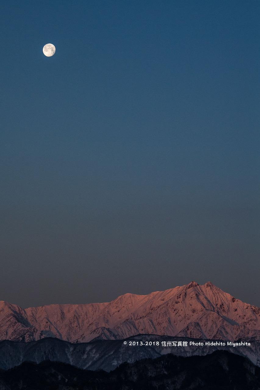 月とモルゲンロートの鹿島槍20180304-_DSC4500