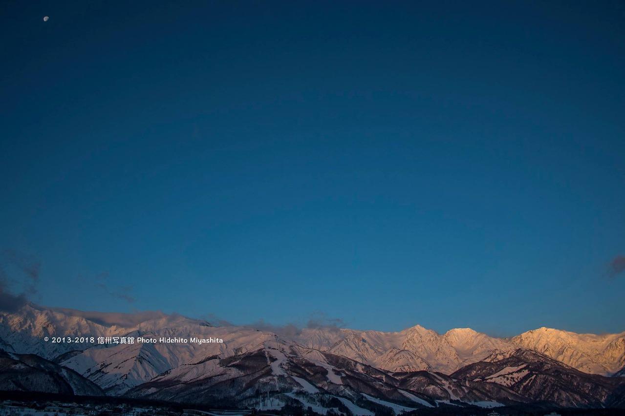 月と白馬三山