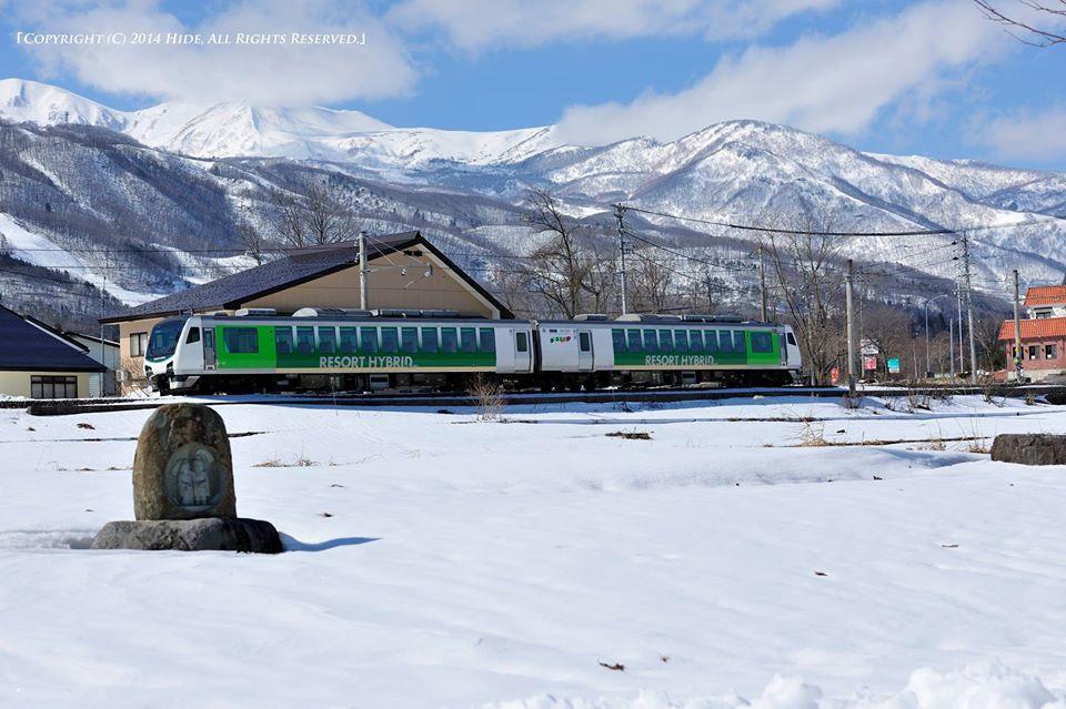 道祖神のある風景+電車