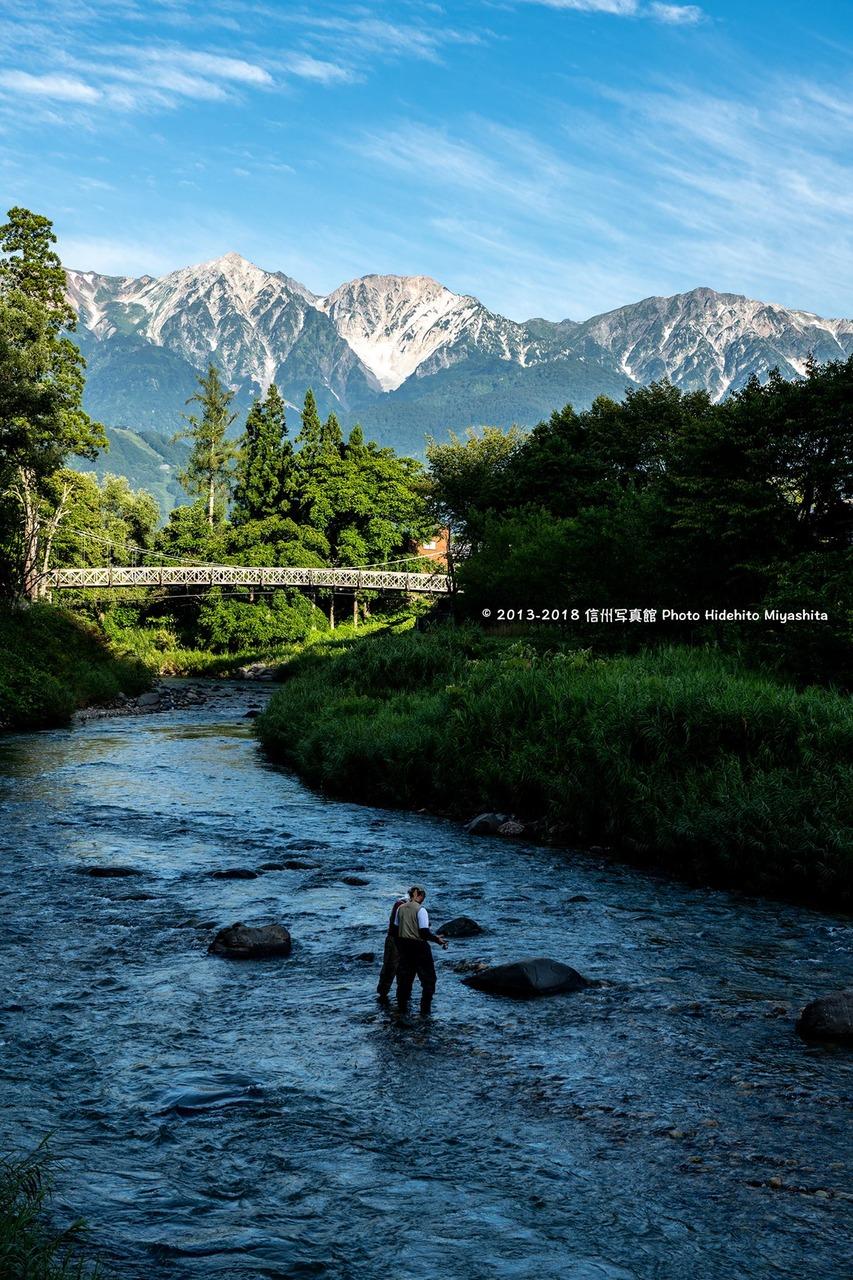大出の吊橋と釣り人